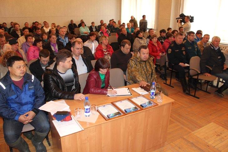 Встреча с жителями с. Подгорное Чаинского района. Фото с сайта ГУ МЧС России по Томской области