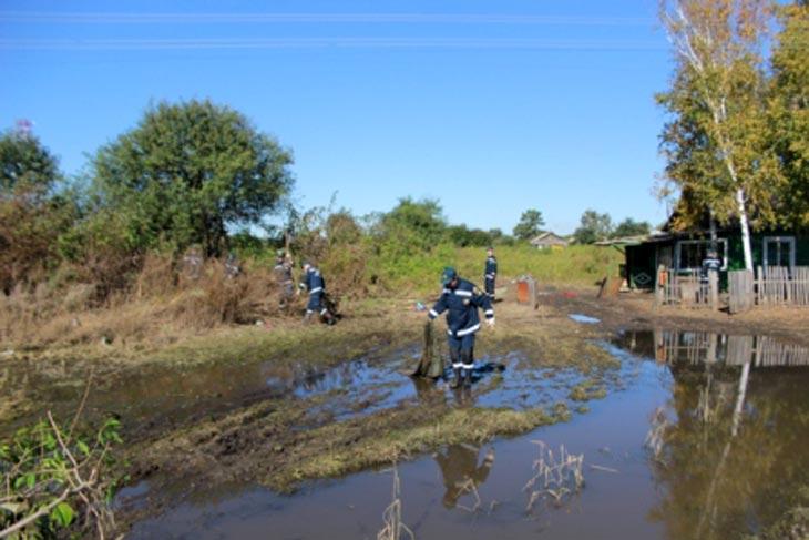 Работы по ликвидации последствий наводнения, сентябрь 2013 года. Фото с сайта ГУ МЧС России по Амурской области
